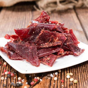 Love beef jerky but don't like gluten? Start making your own jerky with this simple gluten-free beef jerky recipe that you can easily make at home!