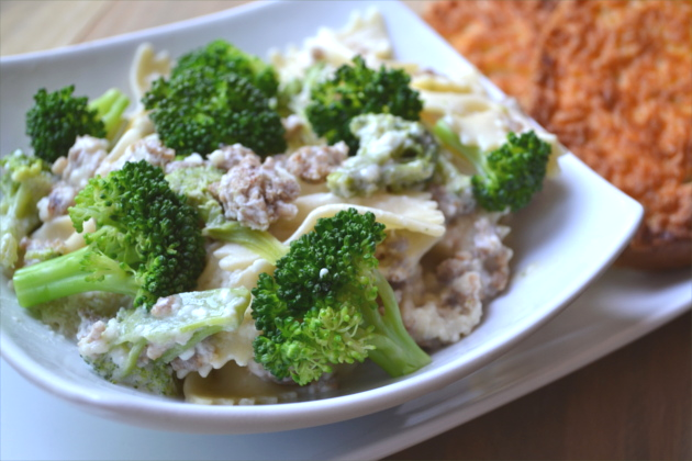 Italiano Bow Tie Chicken & Broccoli Pasta - loaded with chicken, sweet Italian sausage, broccoli and bow tie pasta and then tossed in a creamy garlic Parmesan sauce.