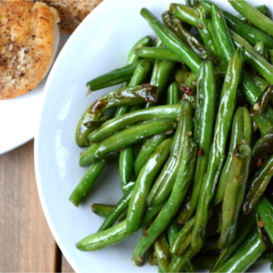 Quick & Simple Snappy Sautéed Garlic Green Beans